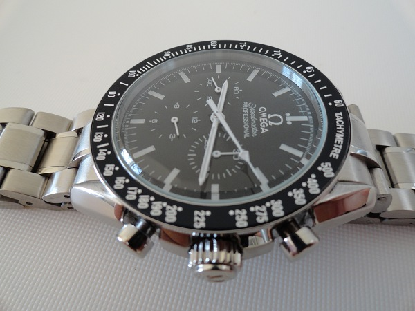 replica omega speedmaster moonwatch